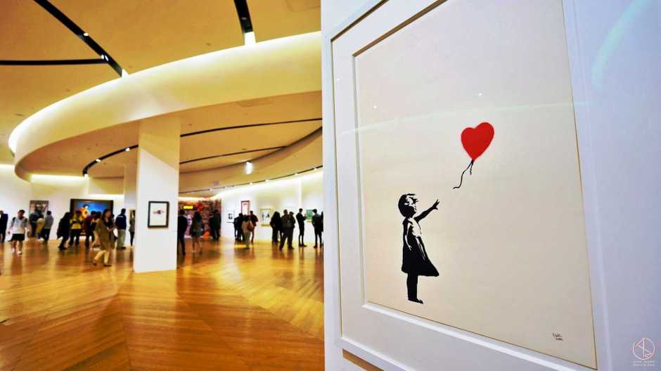 Banksy in Taipei 台北貴婦百貨Bellavita班克斯展,手持氣球的女孩