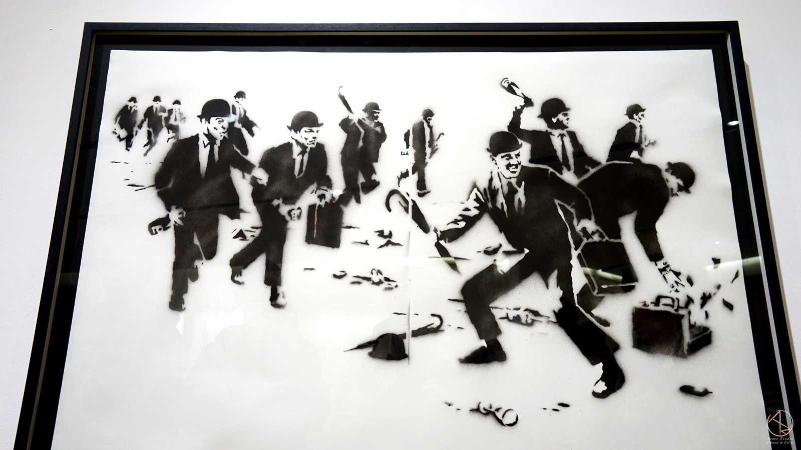 Banksy in Taipei 台北Bellavita班克斯展,重金毀滅,紙板噴漆,2003年作品。