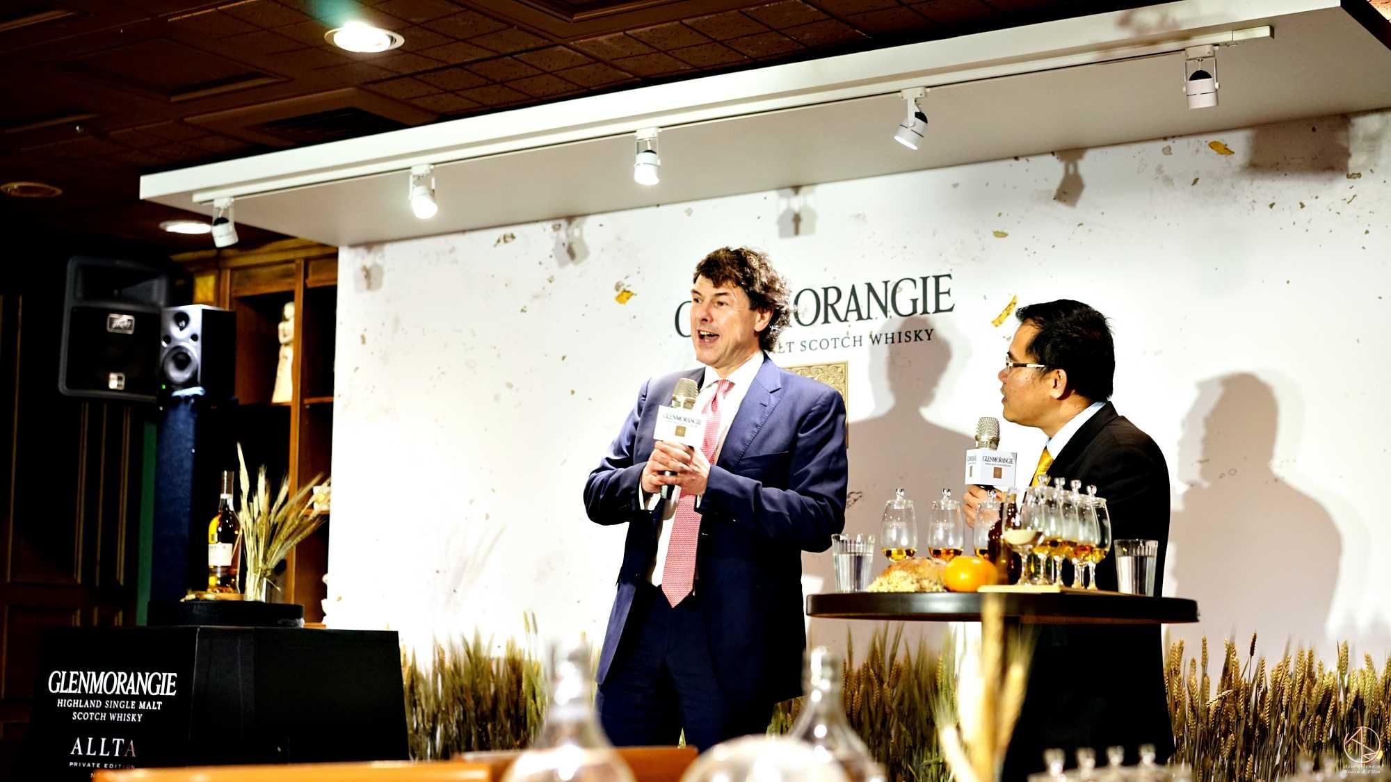 格蘭傑總製酒師比爾.梁思敦博士(Bill Lumsden), 台灣酩悅軒尼詩品牌推廣經理張立成
